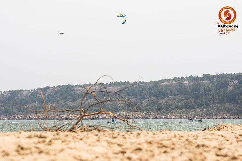 Maxime Chablot tow up kite surf mega loop Leucate
