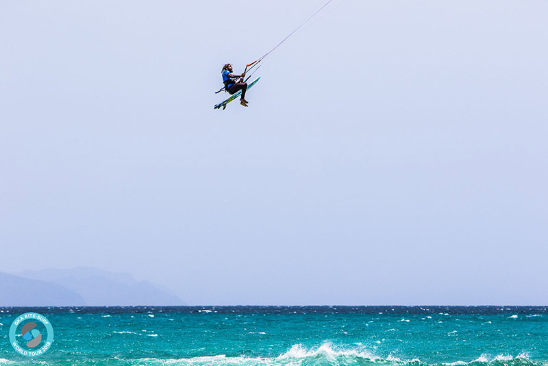 Airton Cozzolino big kite loop rodeo at Sotavento